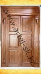 Дверной блок с резьбой